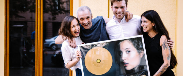 "Gold für Alice Merton's ""No Roots""!"